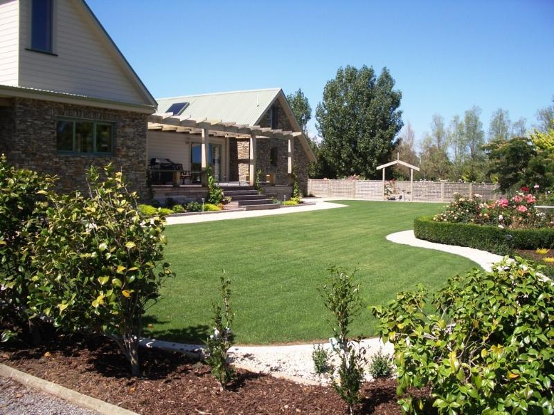 House and front garden - Whare Kohatu - Luxury among the Vines - Martinborough - rentals