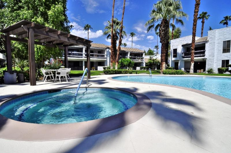 Gorgeous Pool and Spa just steps from the condo - heated year-round - WOW!!! Sweet Palm Springs 2bd/2ba Condo - Palm Springs - rentals
