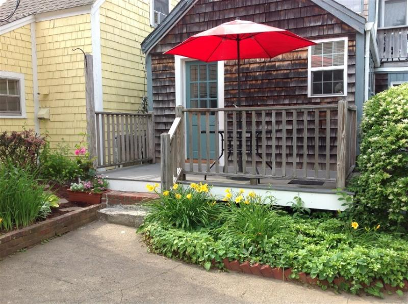 Cornered IN Cottage - Quiet Intown Cottage by Front Beach - Rockport - rentals