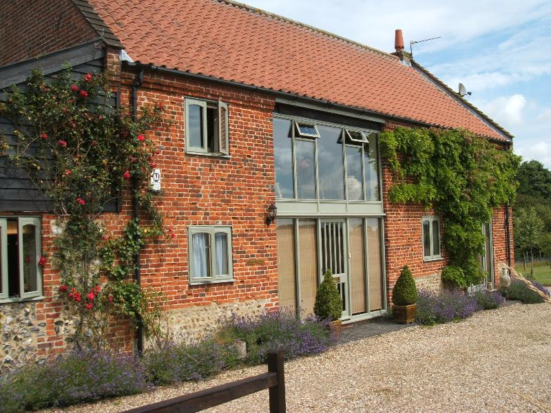 Frontage of Frogs Hall Barn B & B - Converted Norfolk Barn dedicated to Bed & Breakfast - Norfolk - rentals