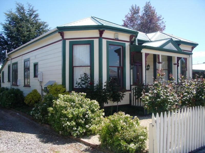 Front of Villa - Villa Rosa - Charming turn of the century Villa - Martinborough - rentals