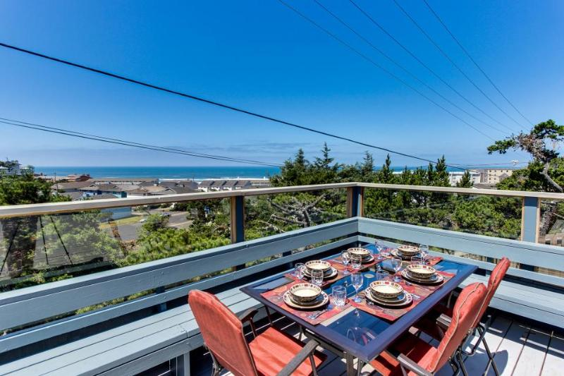Oceanview home w/ a beautiful deck & private playground, blocks from the beach! - Image 1 - Newport - rentals