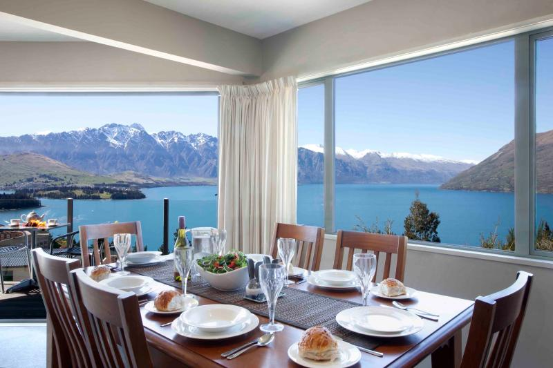 ALPINE VISTA , 3 LEVEL HOME WITH MAGNIFICENT VIEWS - Image 1 - Queenstown - rentals