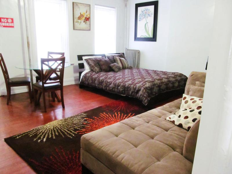 AWESOME STUDIO APt -12 min to Lower Manhattan - Image 1 - Brooklyn - rentals