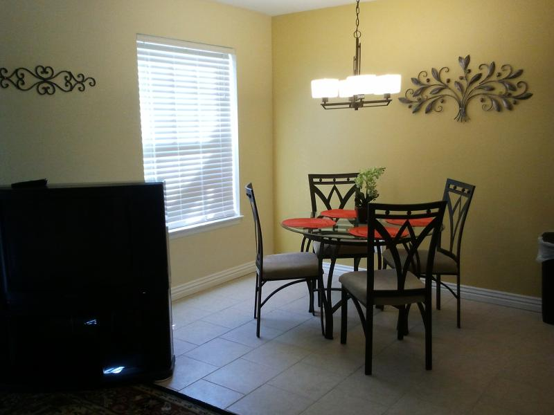 dining for 4 - SPECIAL OFFER!!!  Walk-in, wi-fi, one bedroom - Branson - rentals