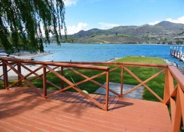 Pirate's Cove Sandy Beach Waterfront Home - Image 1 - Chelan - rentals
