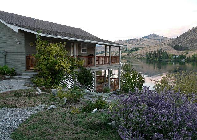 Wapato Lake Waterfront Cottage - Image 1 - Manson - rentals