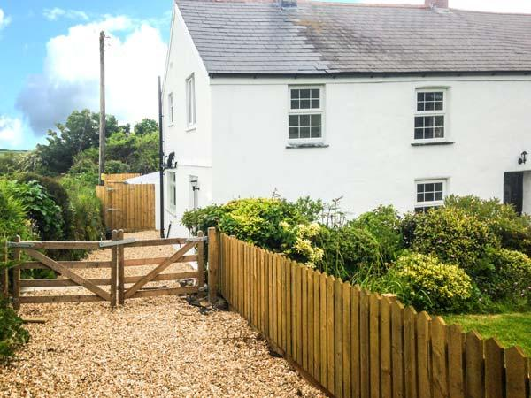 APPLEDORE COTTAGE, woodburner, pets welcome, off road parking, en-suite, pretty cottage near Porthtowan, Ref. 904671 - Image 1 - Porthtowan - rentals