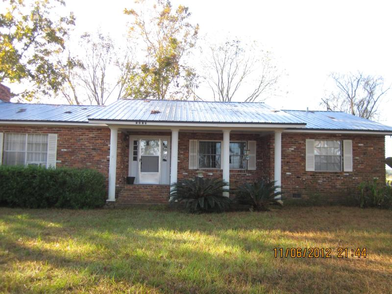 Front of home with porch swing - Country Farm Home-40 miles North of Destin Beaches - DeFuniak Springs - rentals