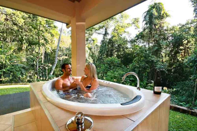 Outdoor Spa with Rainforest Valley Views - Luxurious Secluded Romantic - Just For Two - Kuranda - rentals