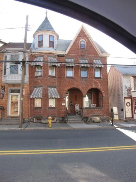 View from the road in early spring - Beautiful Victorian in the Heart of Gettysburg! - Gettysburg - rentals