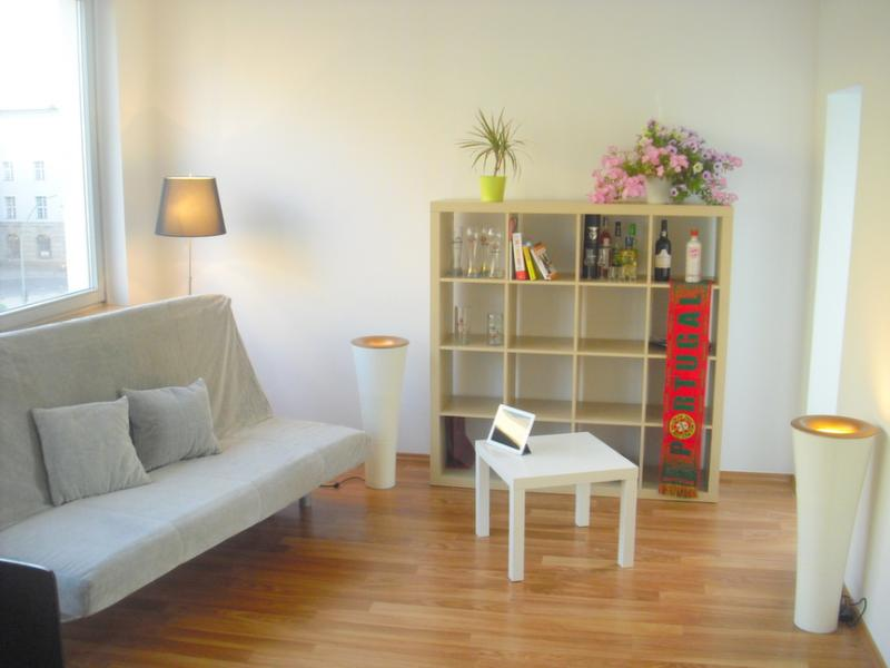 Living room - 98SQM Kudamm 2 bedroom Berlin apt w/ balcony& WiFi - Berlin - rentals