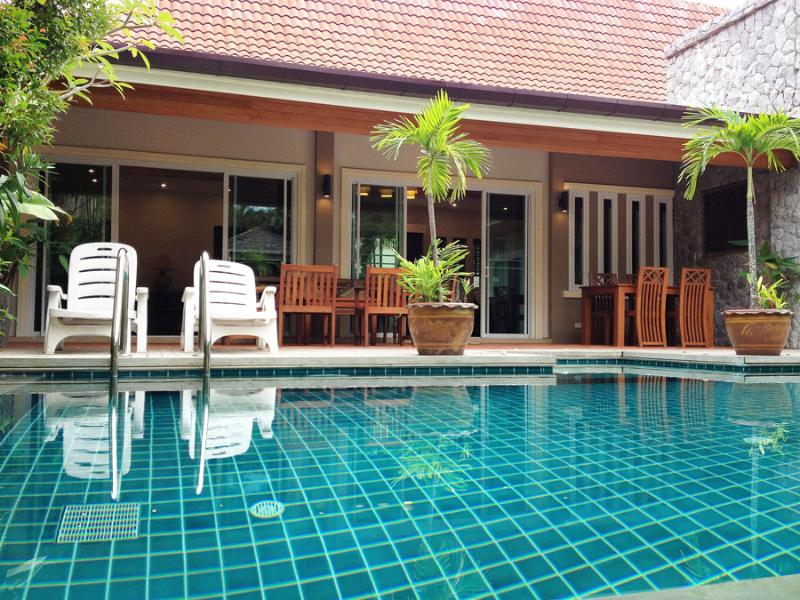 outdoor dining terrace attach to pool - Big 3 Bedrooms Private Pool Villa In Rawai, Phuket - Rawai - rentals