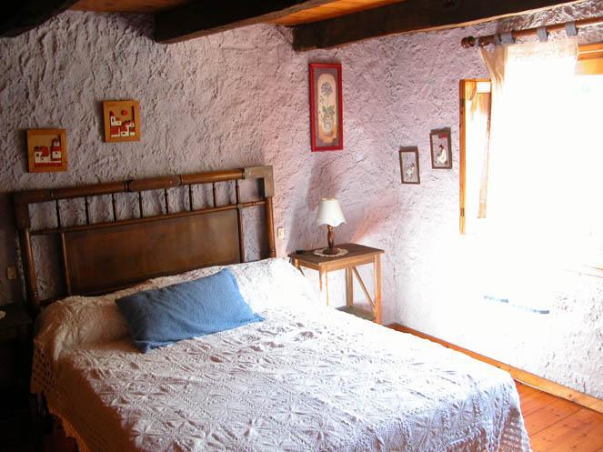 Room - Can Solà: El Solà de Baix - La Vall de Bianya - rentals