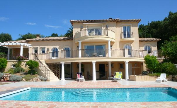 Sainte-Maxime Holiday Rental with a Pool and Garden - Image 1 - Saint-Maxime - rentals