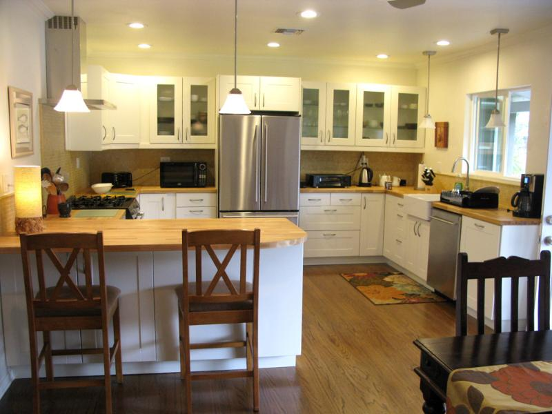 Spacious, bright and airy kitchen - Sherman Oaks area pool home, close to Universal - Los Angeles - rentals