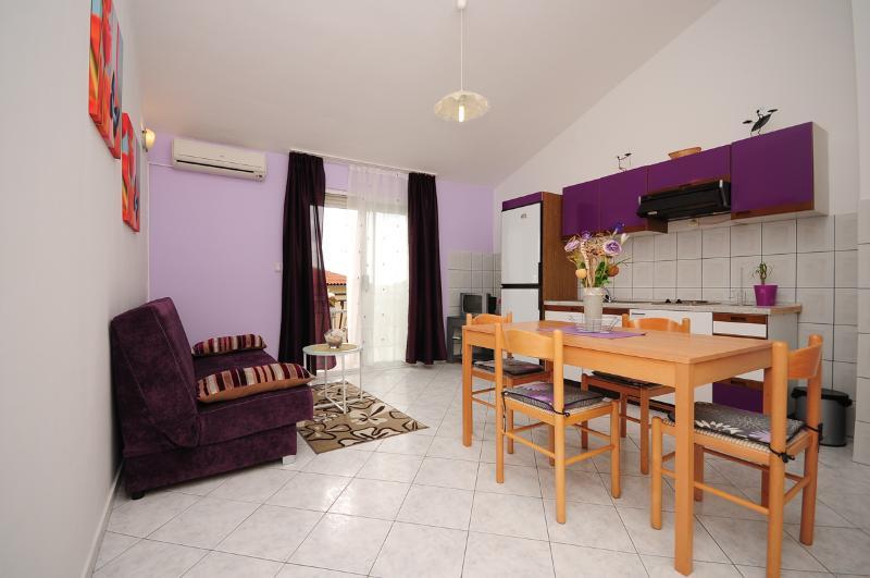 Apartments Natali - 43071-A2 - Image 1 - Podstrana - rentals