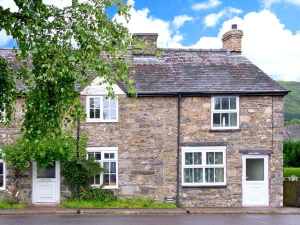 TY BACH COTTAGE, pet-friendly, romantic retreat with woodburner, garden, close to cycling routes, in Llangynog, Ref 25417 - Image 1 - Llangynog - rentals