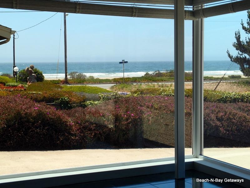 The living room offers this majestic view of the ocean. - Ocean Vus! Great Home just 1/2 Blk to Beach! 120 - Morro Bay - rentals