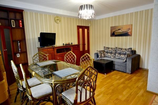 496, 2 Lesi Ukrainki, Cosy 2-bedr with big Jacuzzi - Image 1 - Kiev - rentals