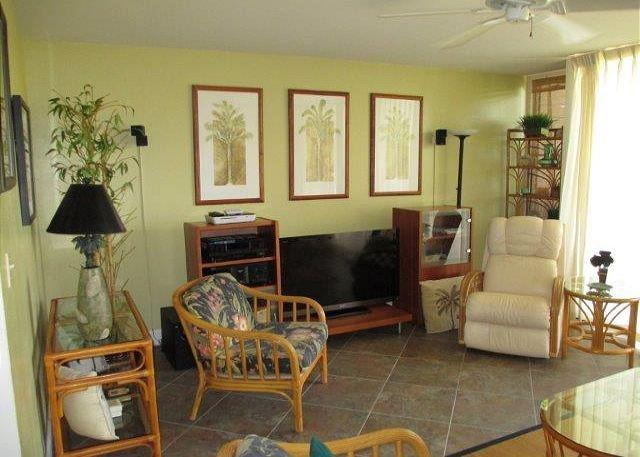 Living Room - EXPERIENCE TRUE HAWAII.  Available for 30 day rentals, please call - Kahuku - rentals
