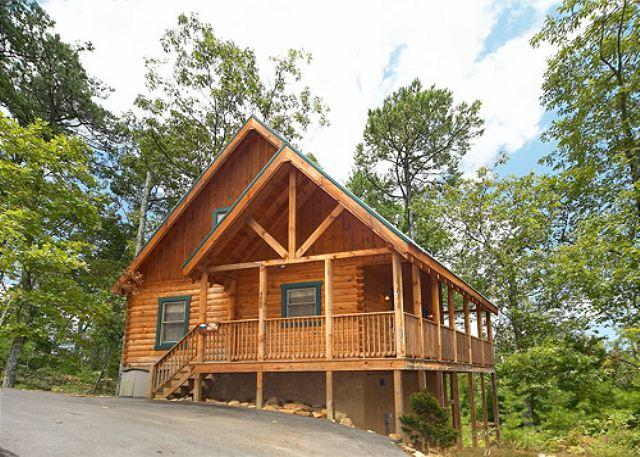 Luxurious log cabin in prestigious Sherwood Forest, a gated comm - All the amenities for your enjoyment only minutes from Pigeon Forge 249 - Sevierville - rentals