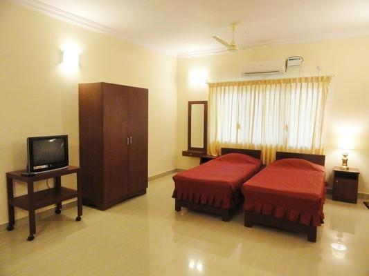 A/C DELUXE STUDIO ROOM - TULIPS HOMESTAY : A/C DELUXE STUDIO ROOM, A1 - Mysore - rentals