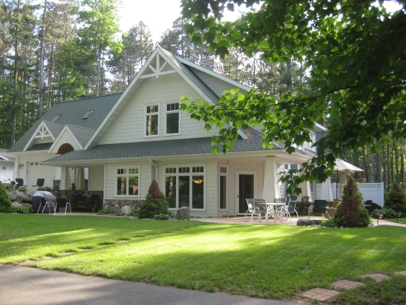 Main House and Efficiency Suite above the Garage - Romantic Northwoods Lakeside Efficiency Suite - Tomahawk - rentals
