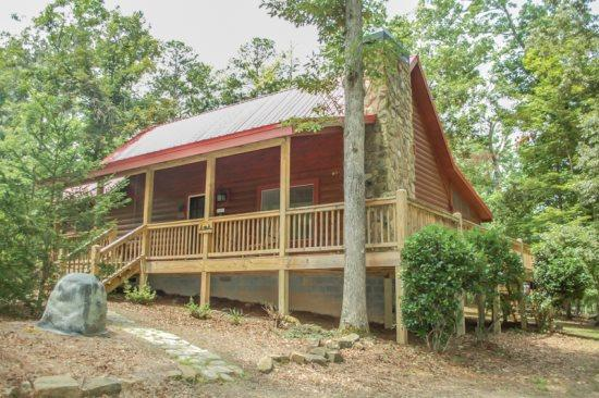 RUSTIC RETREAT~2 BEDROOM, 2 BATHROOM~SLEEPS 6~SATELLITE TV~WIFI~GAS GRILL~HOT TUB~SMALL DOGS ALLOWED~PUBLIC ACCESS TO LAKE BLUE RIDGE~ONLY $125/NIGHT - Image 1 - Blue Ridge - rentals