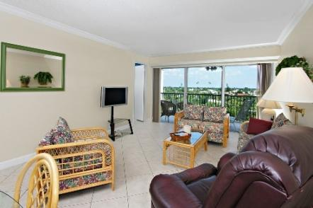 Living Area - Vanderbilt Towers - Naples - rentals