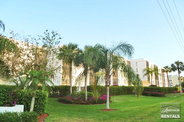 Florida living at its best in this newly decorated condo on Marco Island - Image 1 - Marco Island - rentals
