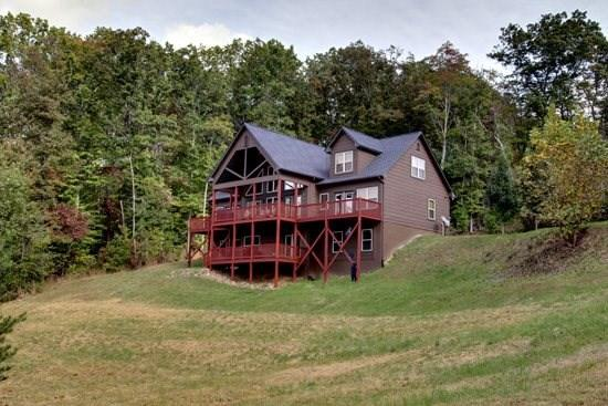 SOUTHERN CROSS LODGE- 7 BEDROOM + LOFT AREA, 4 BATHROOMS, SLEEPS 22, DIRECTV, GAS LOG FIREPLACE, POOL TABLE, FOOSBALL, GAS GRILL, HOT TUB, STARTING AT $400/NIGHT - Image 1 - Blue Ridge - rentals