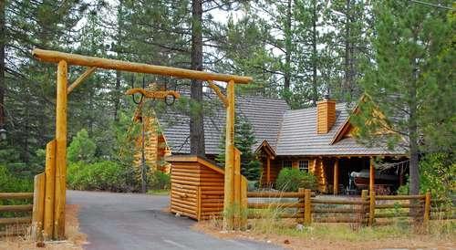 Log Lodge on 2.5 level acres - Log Lodge-on 2.5 acres, walk to beach, pets ok - Homewood - rentals