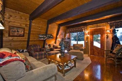beautifully decorated - warm comfortable great room - Bear Cub Lodgehot tub pool beach BUOY Chamberlands - Homewood - rentals