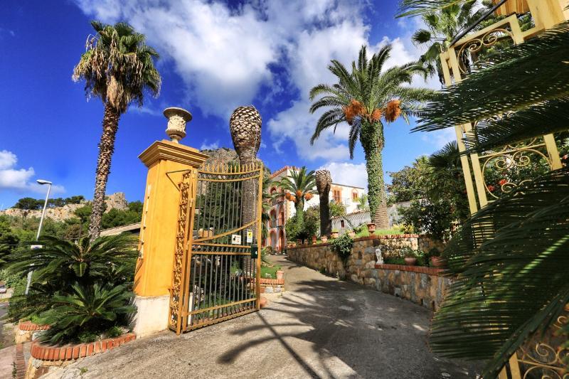 Entrance - Solemar Sicilia - Villa Caterina - Apt. Ambra - Cefalu - rentals
