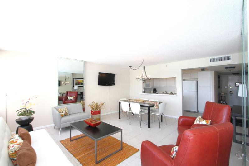 Living Room - Beachfront  2 bedroom spacious apartment 804 - Miami Beach - rentals