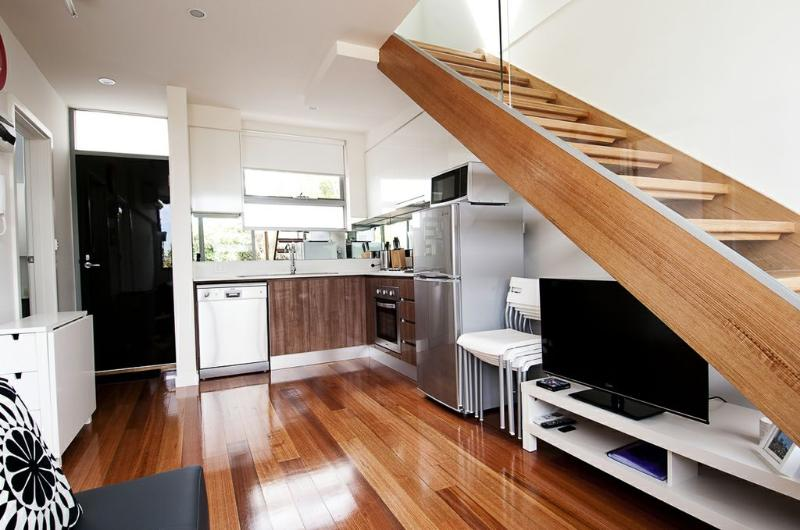 Position Perfect - City Views - Image 1 - Melbourne - rentals