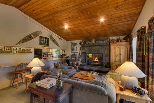 open plan great room with wood burning fireplace, lake view - Ann Rd Lakeview-Pets ok- near Homewood Ski Area - Homewood - rentals