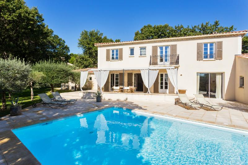view swimming pool and house from the garden - Comfortable Bastide in Lubéron - Chateauneuf-de-Gadagne - rentals