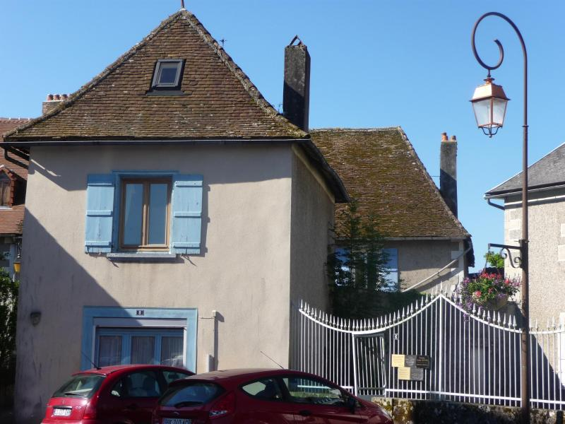 The Little House - Quirky romantic cottage in French medieval village - Saint Germain les Belles - rentals