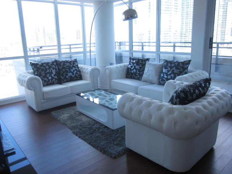 Executive Two Storey Pent House Condo With Terrace 3+1 - Image 1 - Toronto - rentals