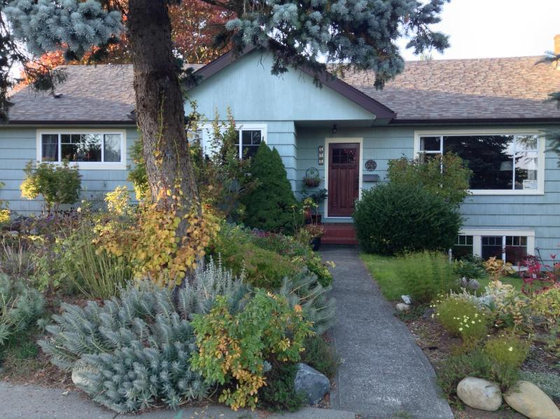 Corner House Guest Suite - Corner House Guest Suite: Private, Quiet Studio - Courtenay - rentals
