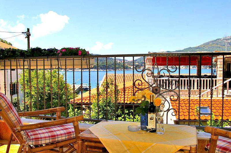 beautiful balcony-lodge with sea view and stylish outdoor furniture - Apartment Yellow with balcony (2+2) - Dubrovnik - rentals