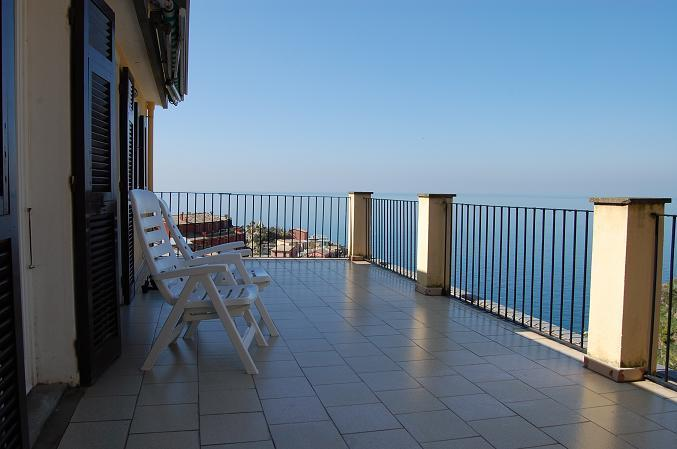 "panoramic view from the large terrace - ""LA TERRAZZA"", astonishing terrace in a detached house with splendid view and silent private garden - Manarola - rentals"