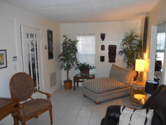 Living room - Seagrape cottage by the Intracoastal Waterway - West Palm Beach - rentals