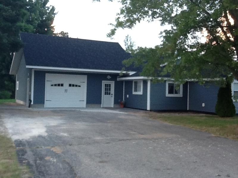 Garage  and entrance of house - Twin Pines Lodging, Cozy, 3 bedroom Cottage, Seney - Seney - rentals