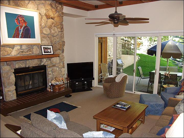 Living Room - Recently Remodeled unit - New Kitchen and Bathrooms (1774) - Snowmass Village - rentals