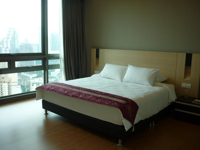 Masterbedroom - Luxurious apt on 32nd Flr@ Swiss Garden Residences - Kuala Lumpur - rentals