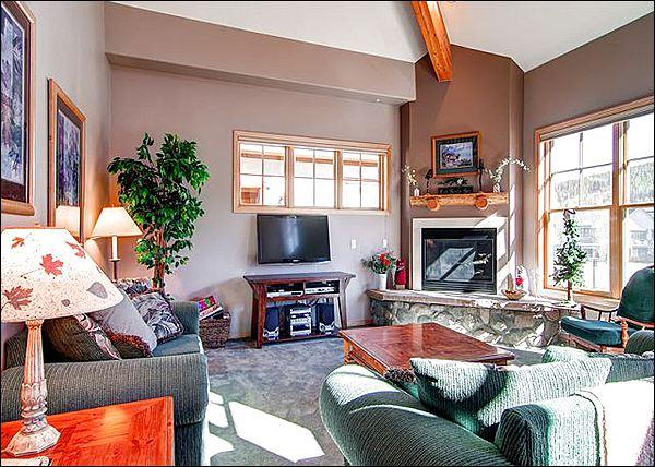 Living Room Features a Cobblestone Gas Fireplace and a Flat Screen TV - Walk to Downtown Shops & Restaurants - Contemporary Mountain Decor (13391) - Breckenridge - rentals