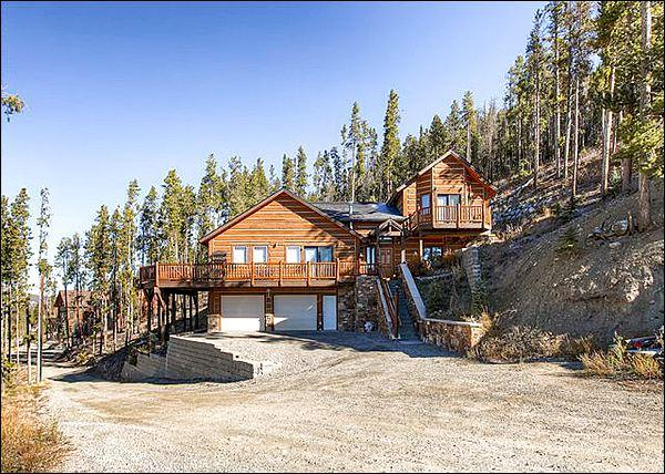 Beautiful Home Exterior - Majestic Mountain Views from Private Deck - Perfect Retreat for Those who Love the Outdoors (13392) - Breckenridge - rentals